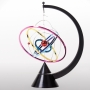 Cosmo Orbit kinetic roteante colorato funziona con 2 batterie AA